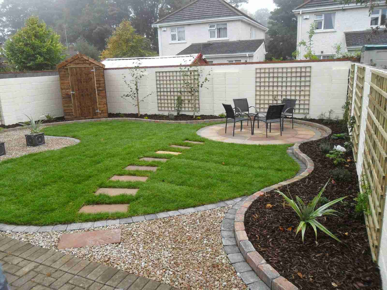 stepping stones to new circular patio - Garden Design Circular Lawns