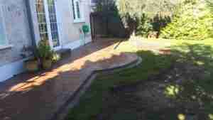 Side view of curved patio area.